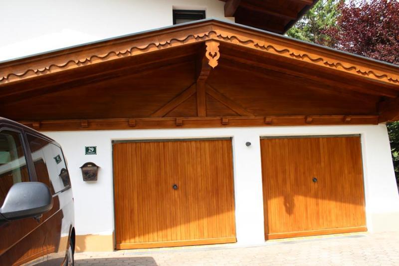 Holztore / Garagentore aus Holz   Offlineshop   Zimmerei Tirol ...